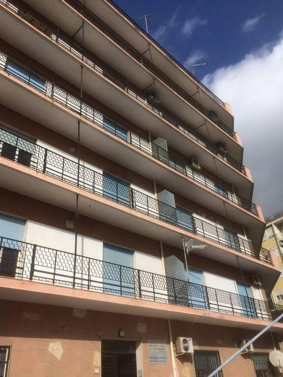 Appartamento in buone condizioni in affitto Rif. 9007529
