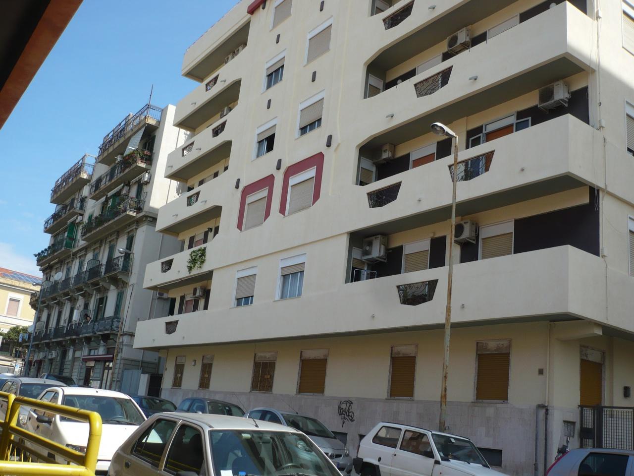 affitto appartamento messina centro citta'  350 euro  1 locali  50 mq