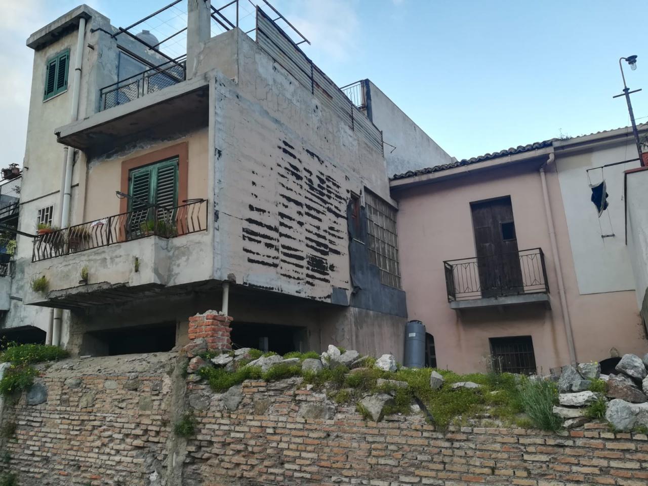Casa indipendente trilocale in vendita a Messina (ME)