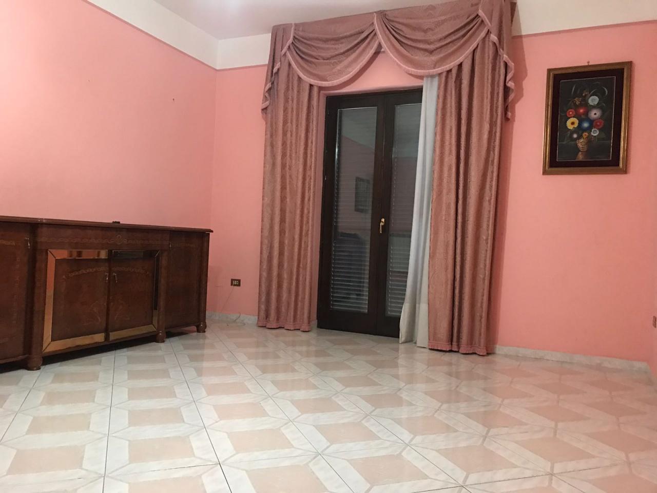 Appartamento in buone condizioni arredato in affitto Rif. 6654812