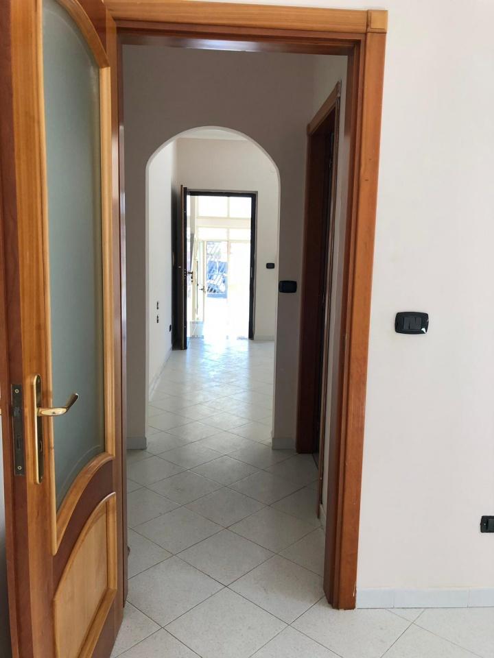 Appartamento in buone condizioni in affitto Rif. 7854651