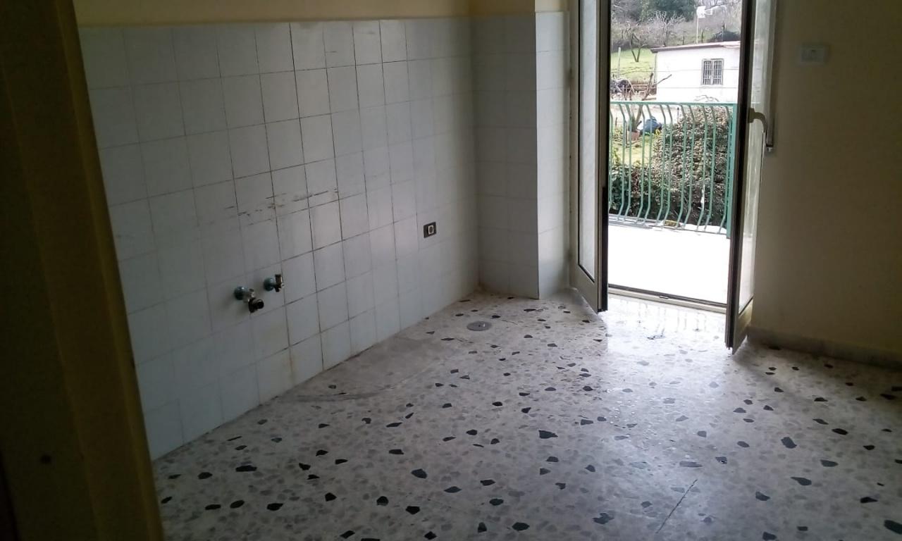 Appartamento in buone condizioni in affitto Rif. 9476892