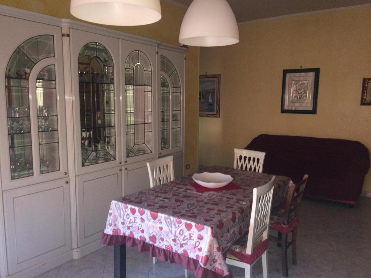 Appartamento in buone condizioni arredato in vendita Rif. 10483731