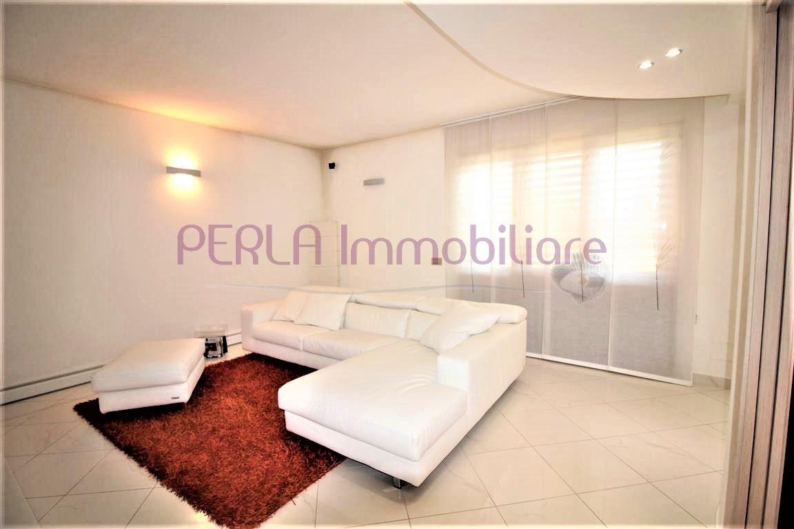 Villa in ottime condizioni in vendita Rif. 8118952