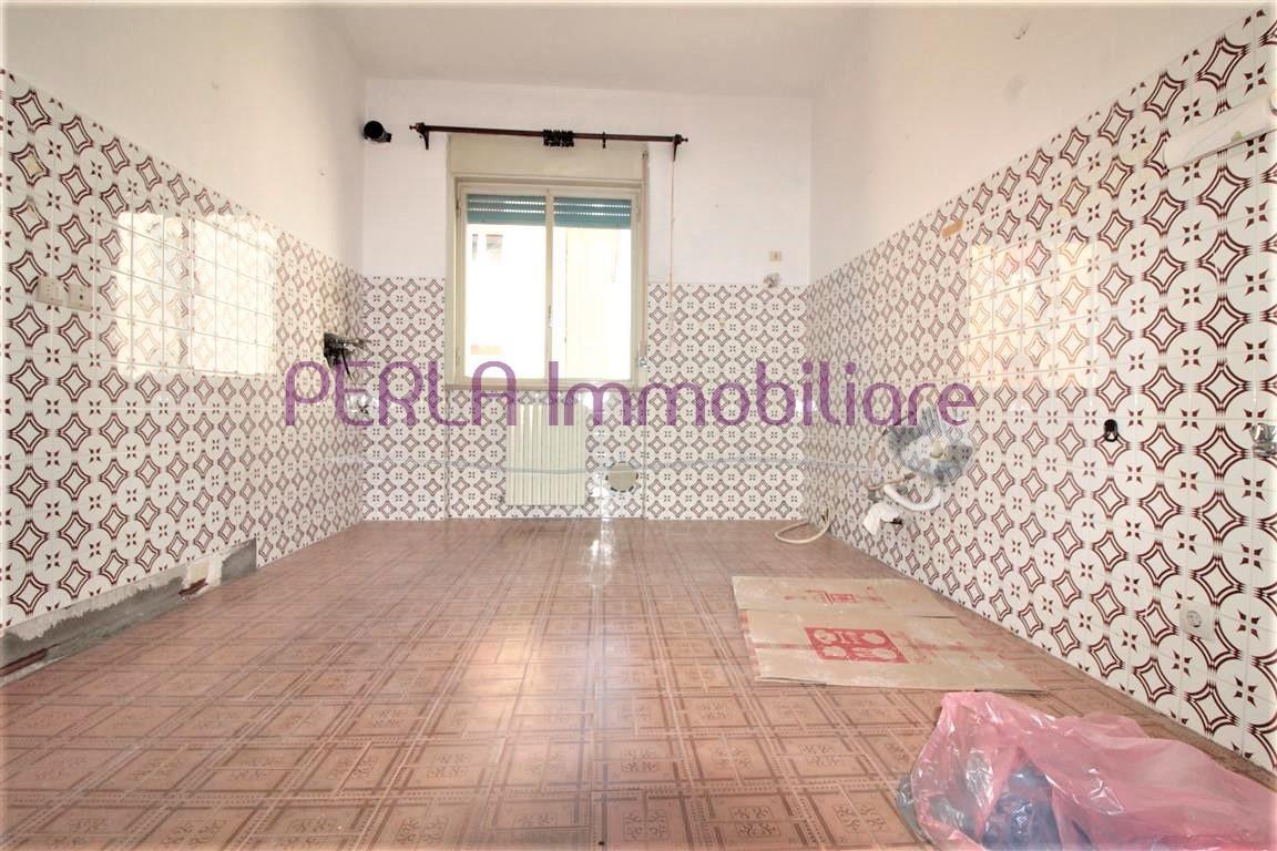 Appartamento in discrete condizioni in vendita Rif. 9916882