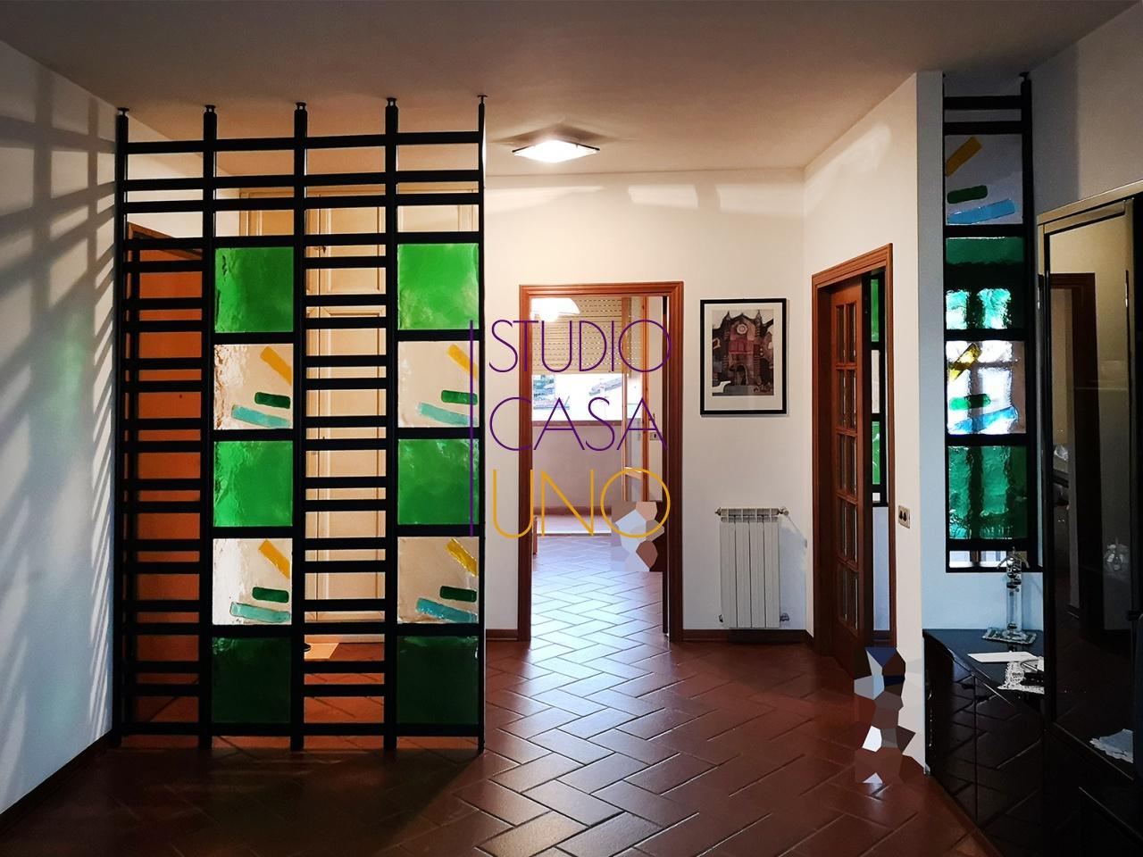 Appartamento in buone condizioni in vendita Rif. 8333687