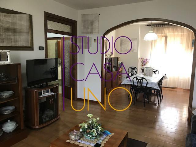 Appartamento in buone condizioni in vendita Rif. 9870472