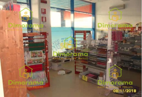 Negozio monolocale in vendita a Cento (FE)