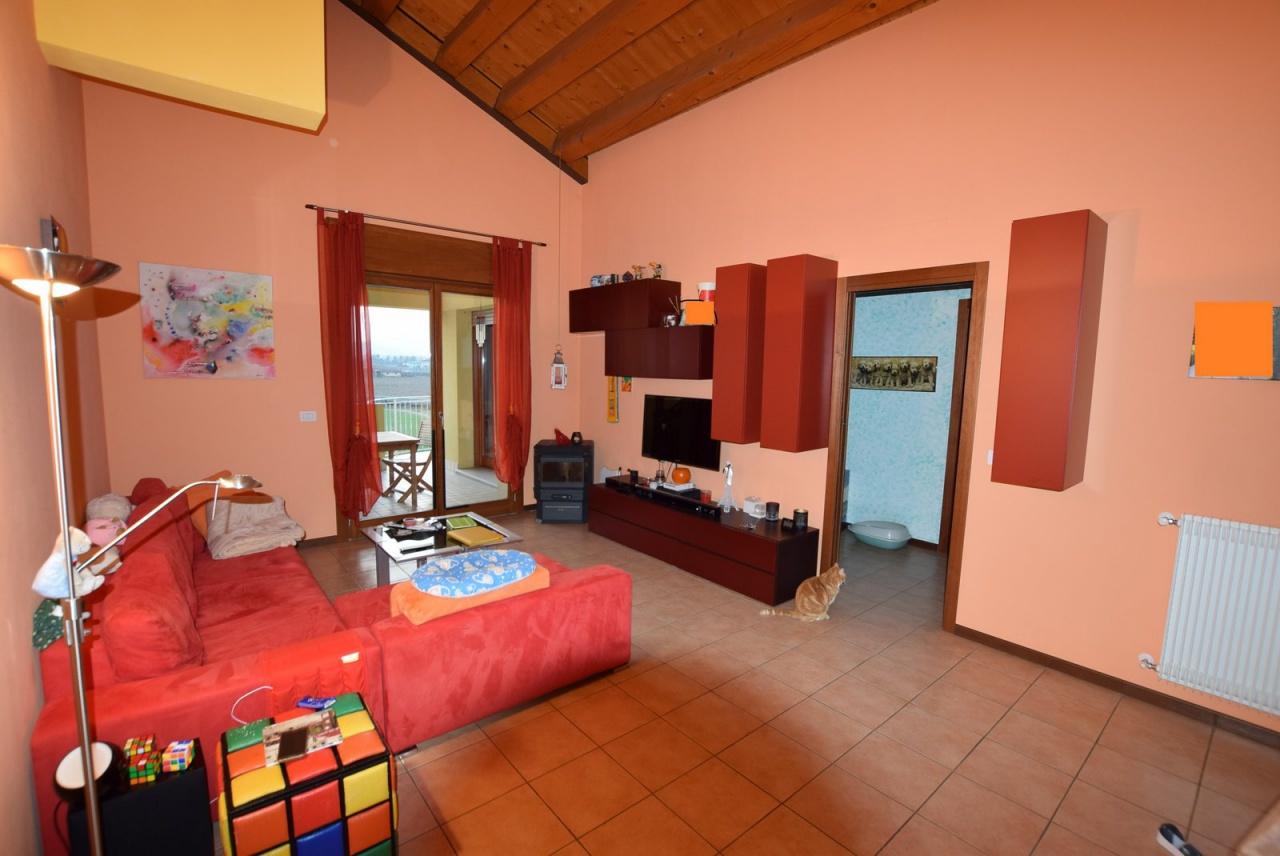 Appartamento in buone condizioni in vendita Rif. 9877801