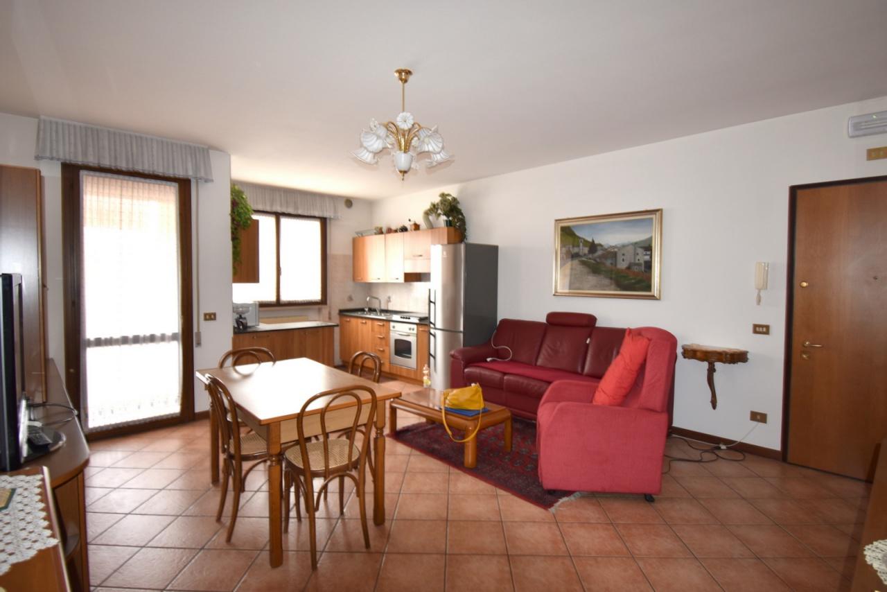 Appartamento da ristrutturare arredato in vendita Rif. 10005800