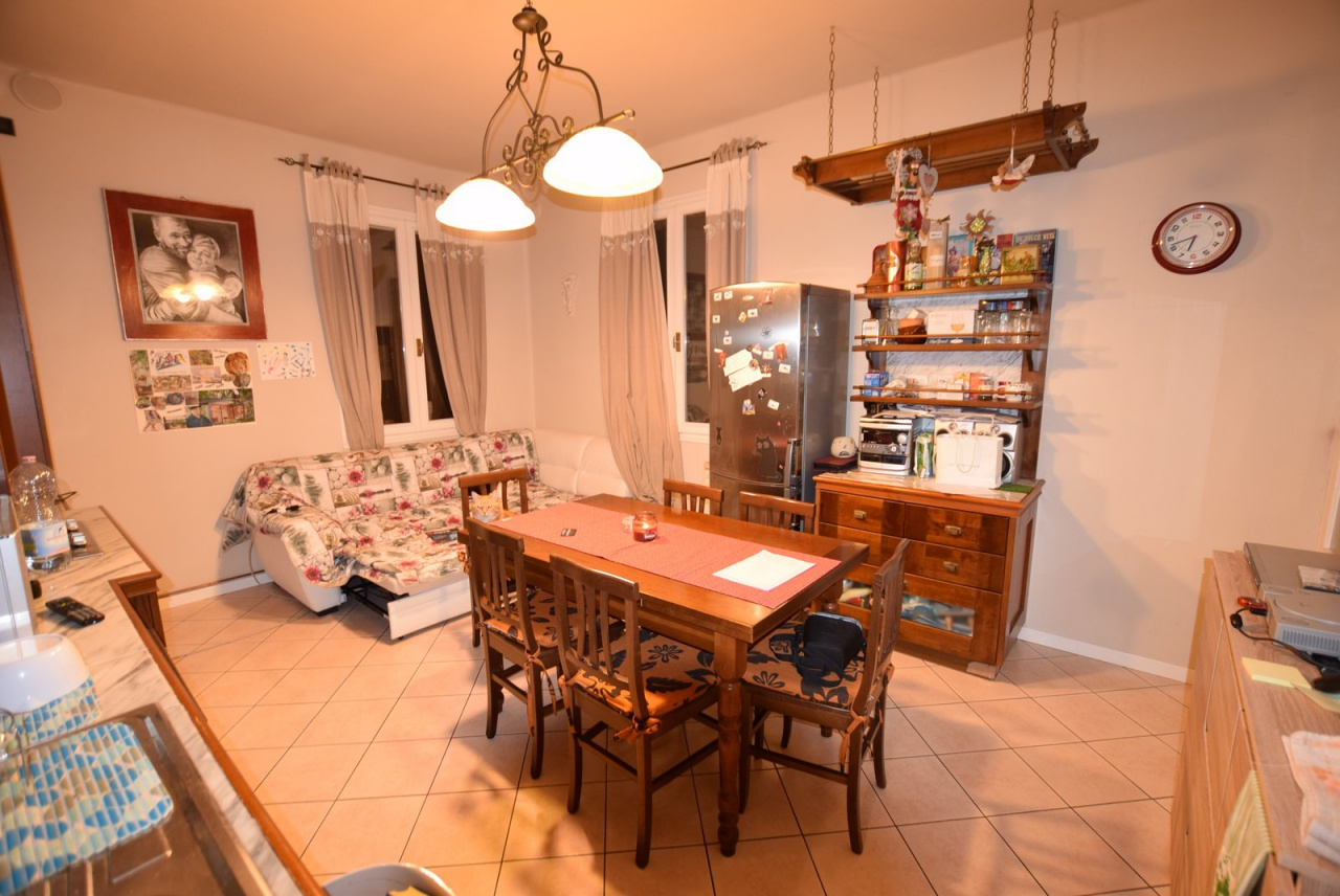 Appartamento in buone condizioni in vendita Rif. 10094802