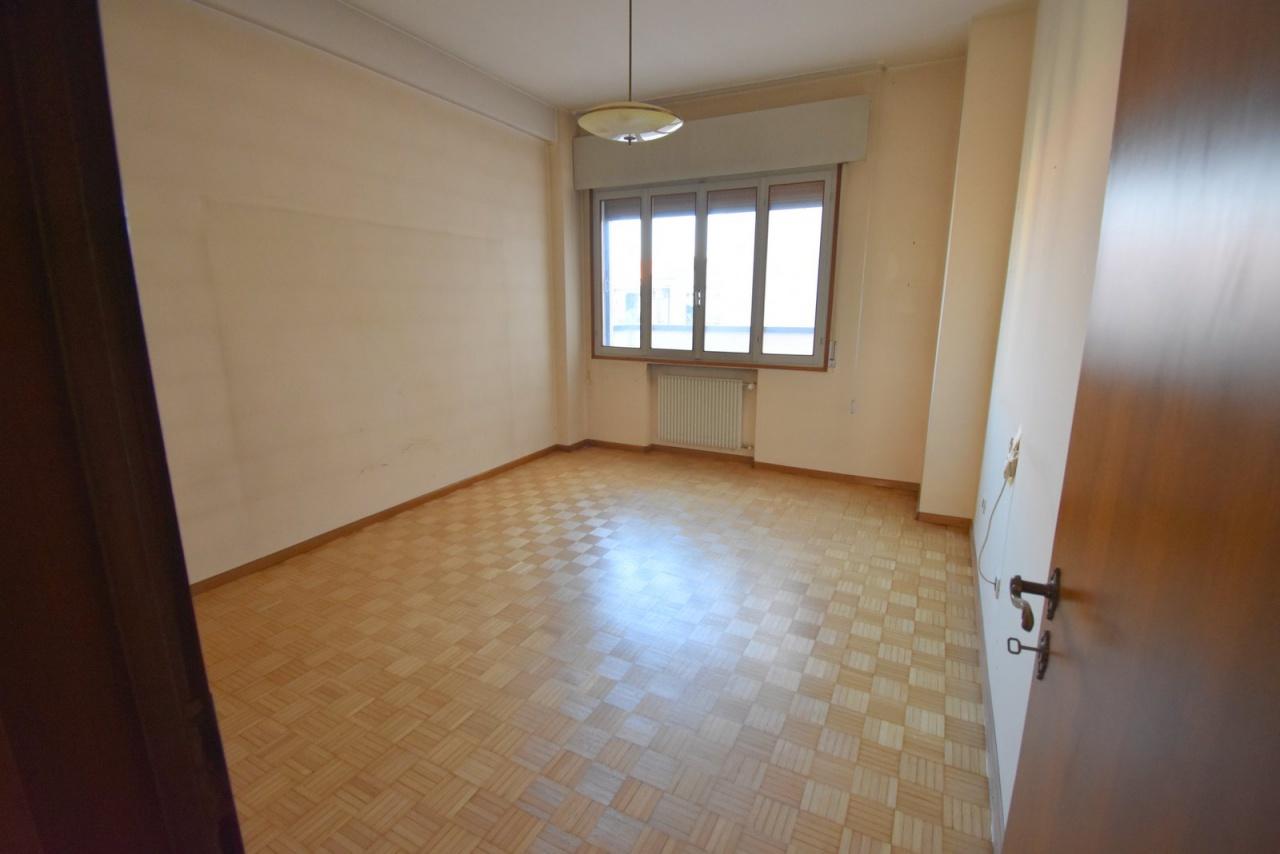 Appartamento da ristrutturare in vendita Rif. 12176855