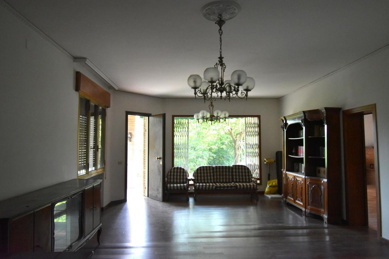Casa Indipendente in discrete condizioni in vendita Rif. 12176862