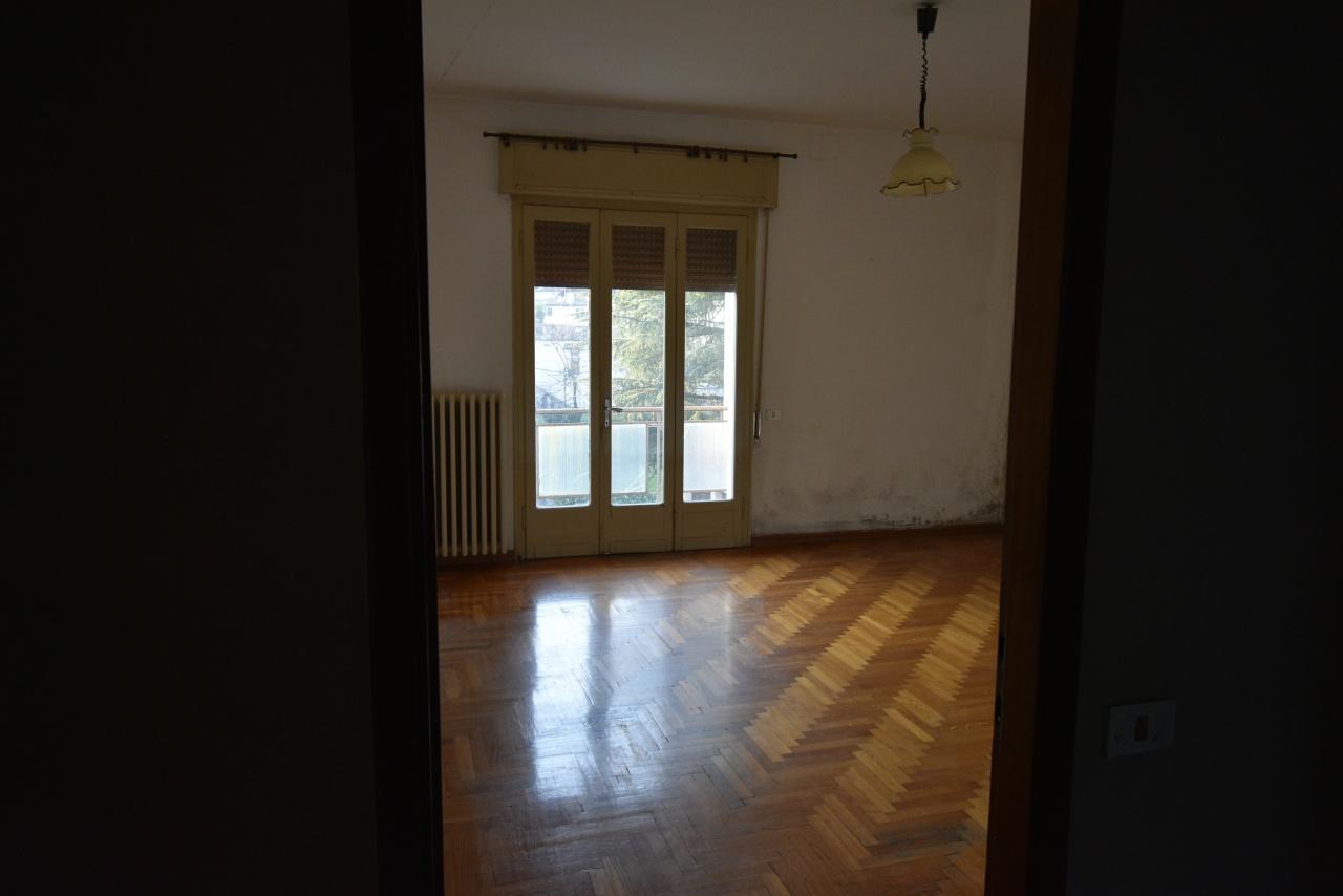 Appartamento da ristrutturare in vendita Rif. 12176868