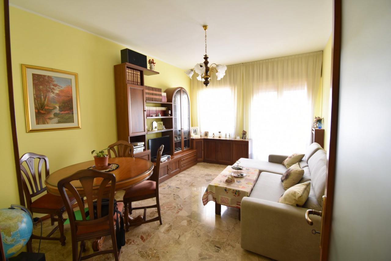 Appartamento in buone condizioni in vendita Rif. 12176872