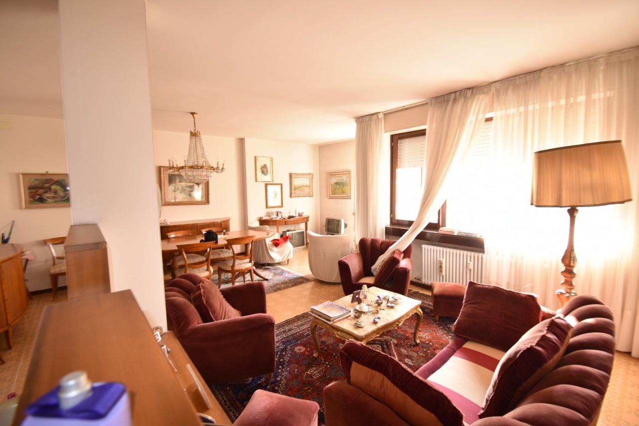 Appartamento in buone condizioni in vendita Rif. 12176877