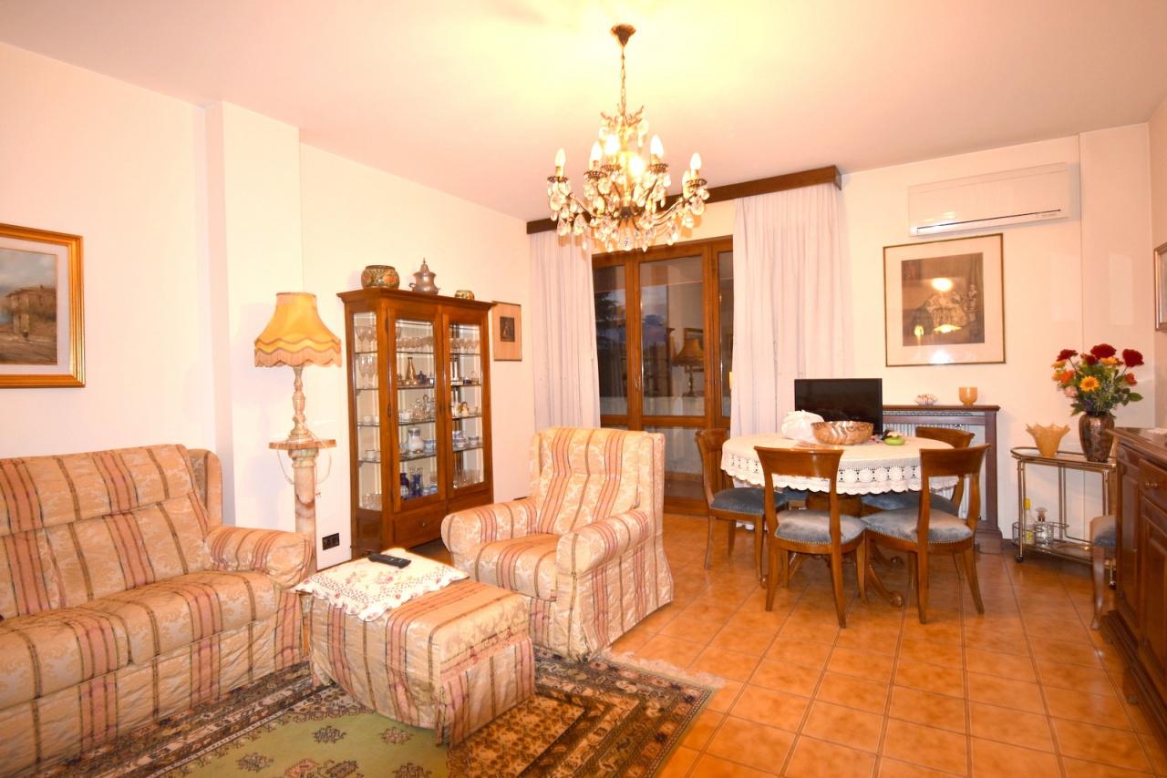 Appartamento in buone condizioni arredato in vendita Rif. 12176878
