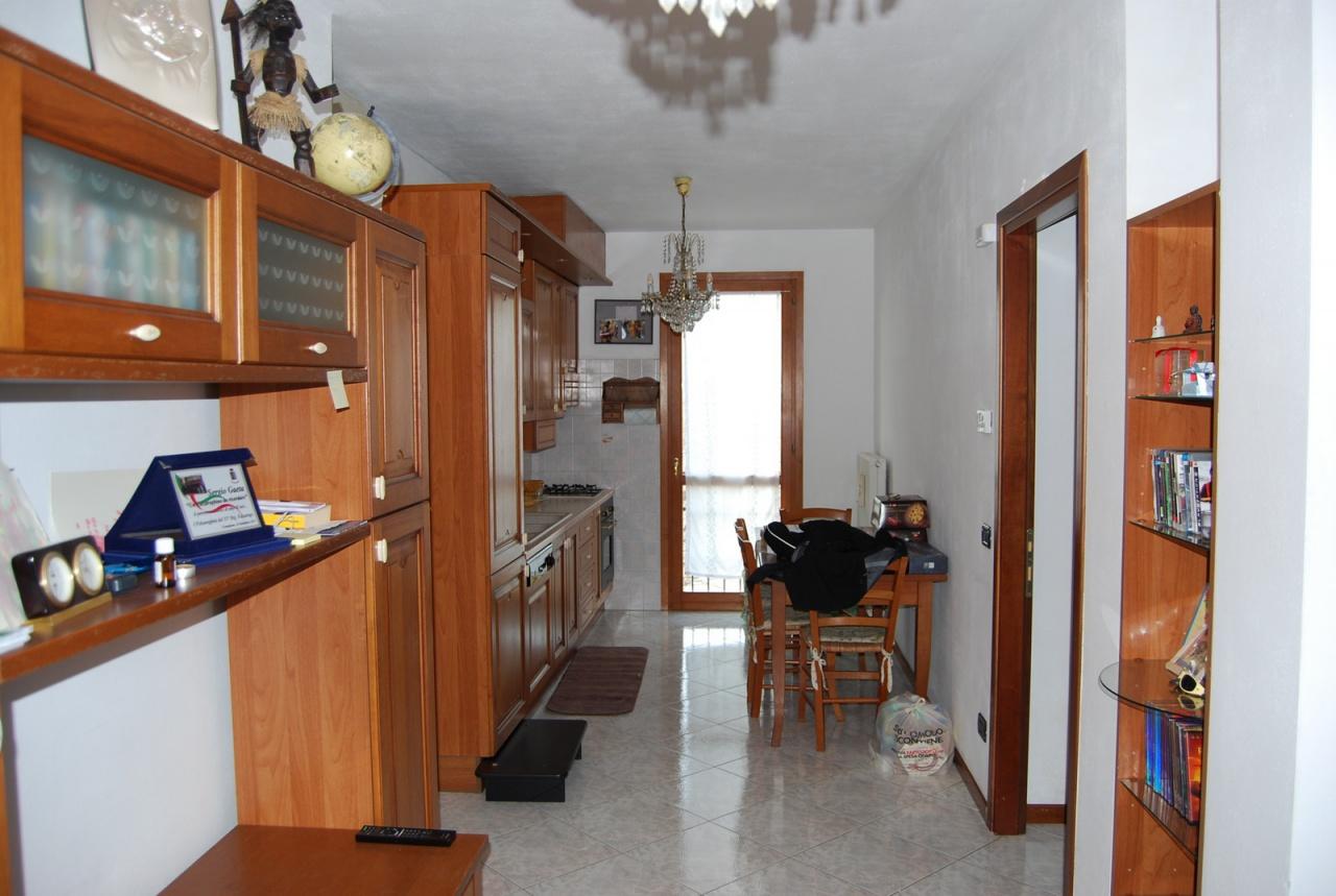 Appartamento in vendita a Conegliano, 2 locali, prezzo € 90.000   CambioCasa.it