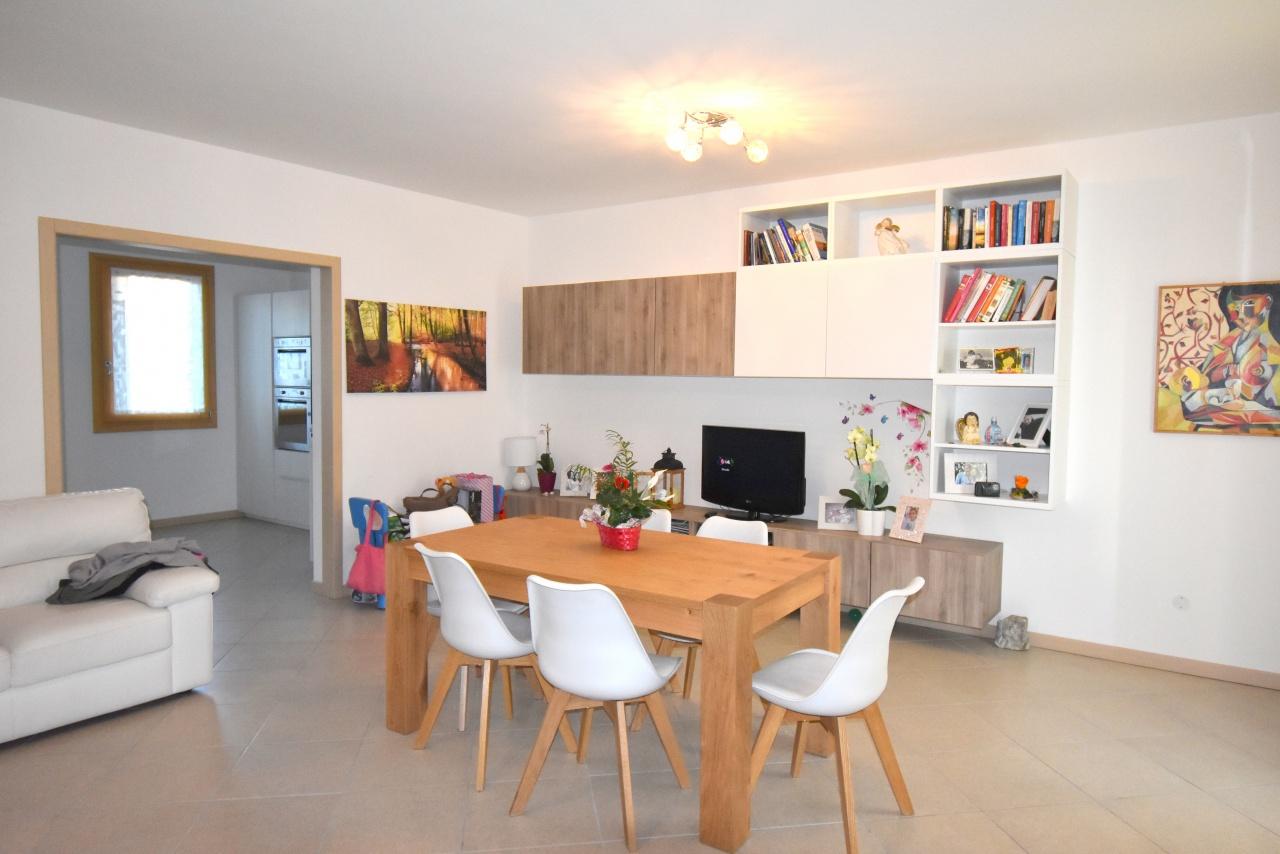 Appartamento in vendita a Refrontolo, 7 locali, prezzo € 198.000 | CambioCasa.it