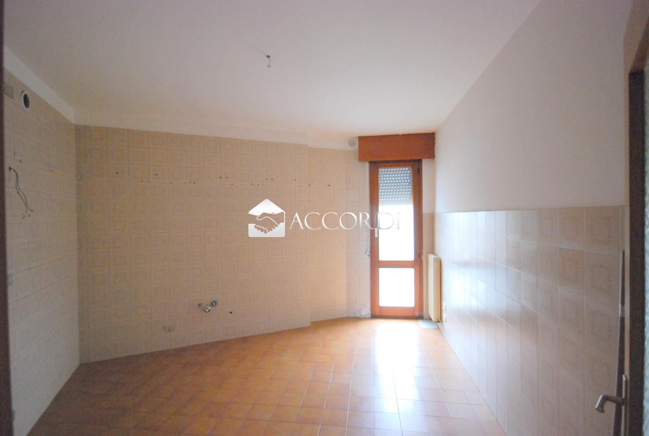Appartamento in vendita a Conegliano, 4 locali, prezzo € 105.000   CambioCasa.it