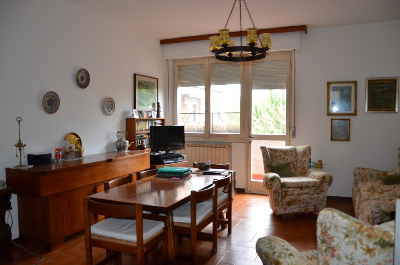 Appartamento in discrete condizioni in vendita Rif. 11059475