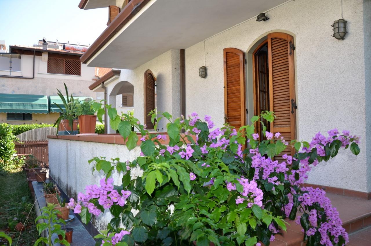 Villetta a schiera in buone condizioni arredato in vendita Rif. 11155785