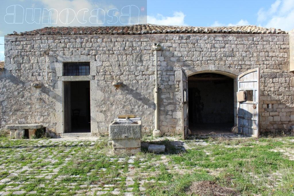 Casale 5 locali in vendita a Ispica (RG)