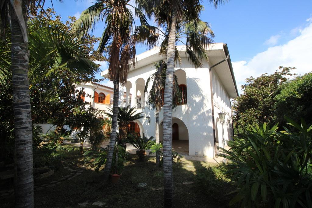 Villa in buone condizioni arredato in vendita Rif. 10747791