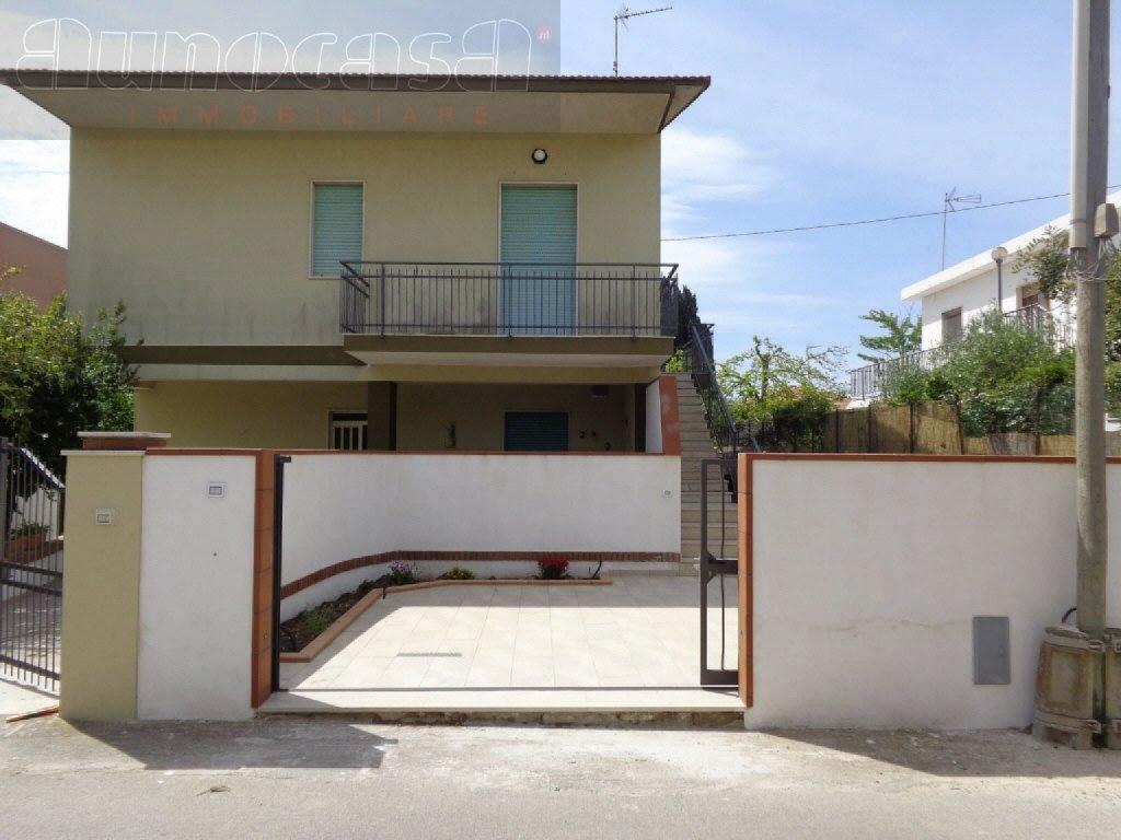 Villetta a schiera in buone condizioni in vendita Rif. 10747799
