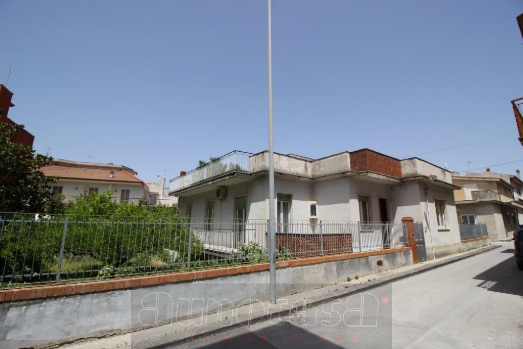 Stabile / Palazzo in buone condizioni in vendita Rif. 10747824