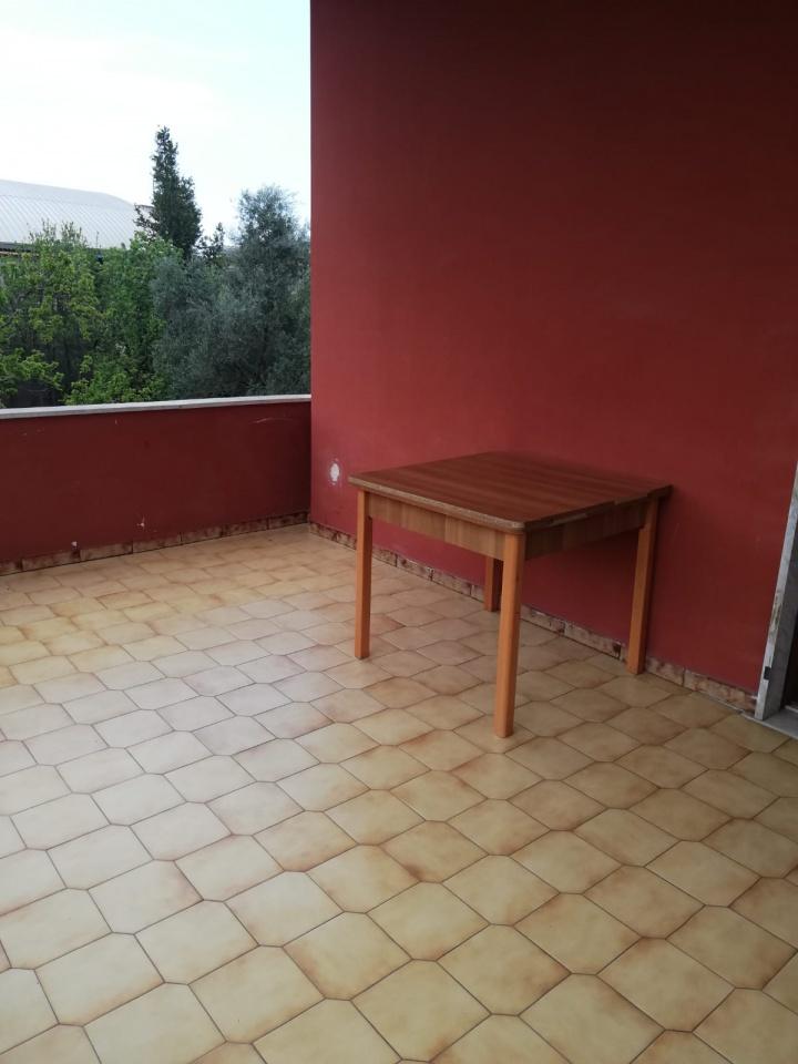 Appartamento in buone condizioni arredato in affitto Rif. 10236961