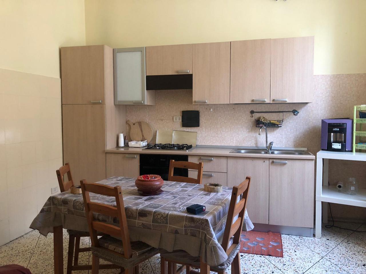Appartamento in buone condizioni arredato in affitto Rif. 10262443