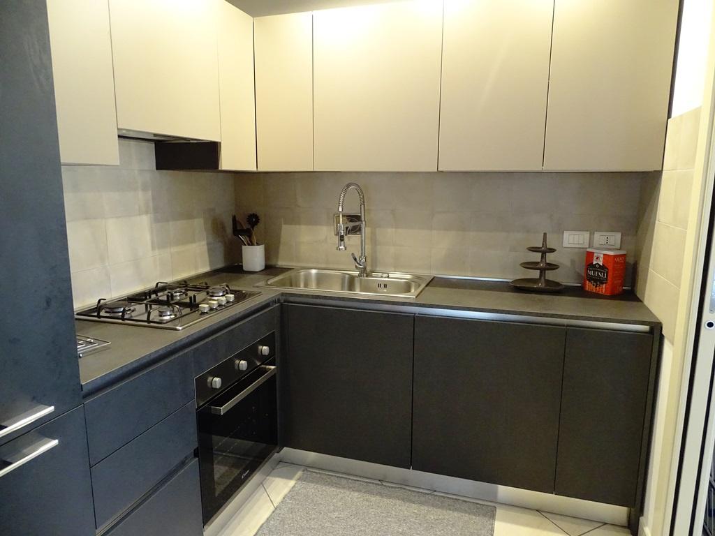 Appartamento in ottime condizioni arredato in affitto Rif. 10872454