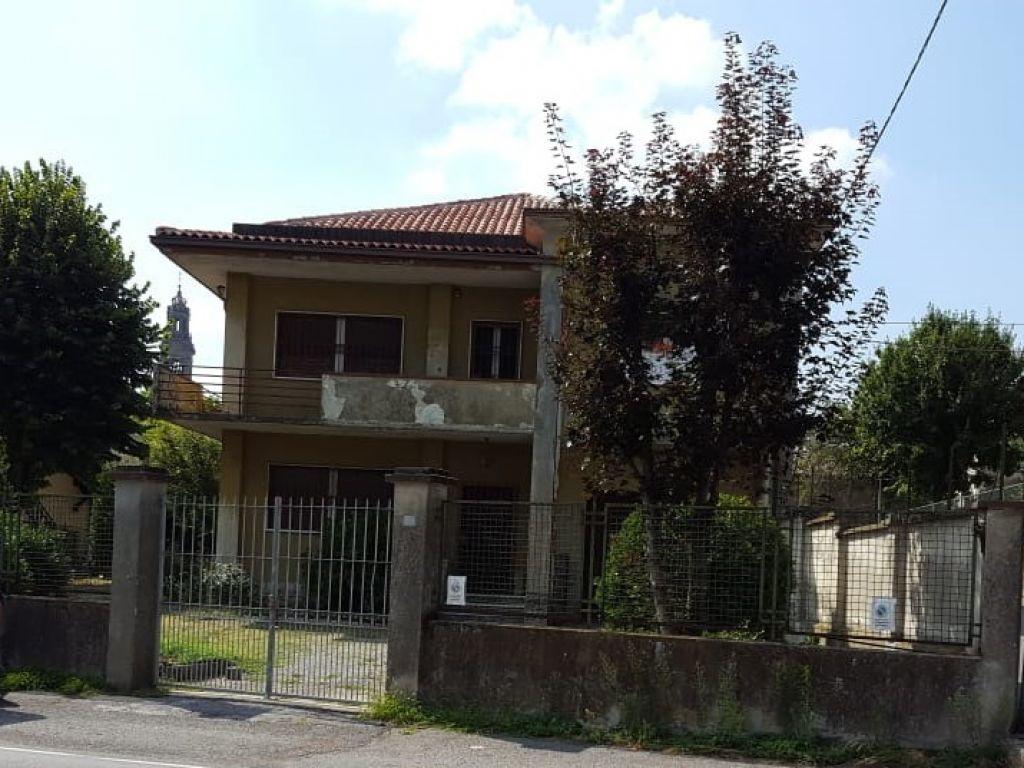 Villa in vendita a Montodine, 6 locali, prezzo € 195.000   CambioCasa.it