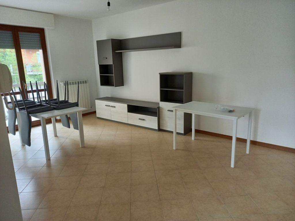Appartamento in vendita a Sant'Angelo Lodigiano, 3 locali, prezzo € 110.000   CambioCasa.it