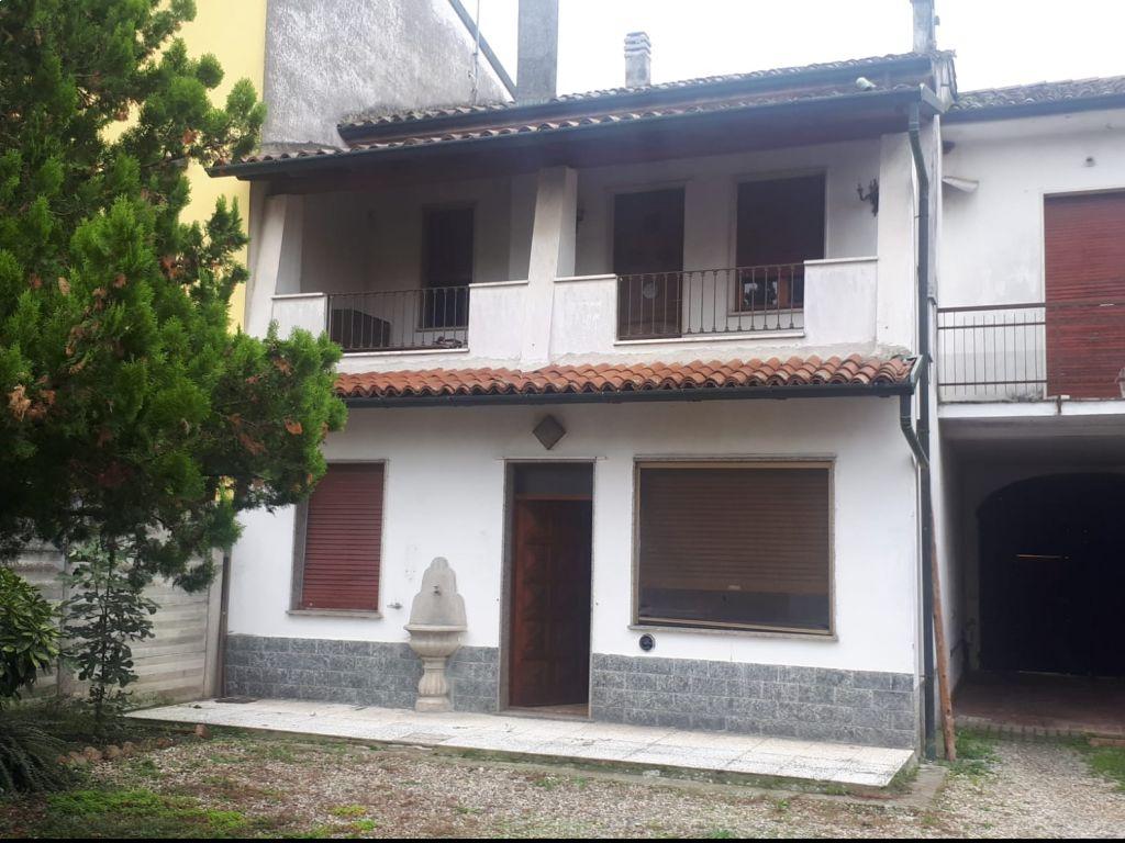 Casa semi indipendente 5 locali in vendita a Guardamiglio (LO)
