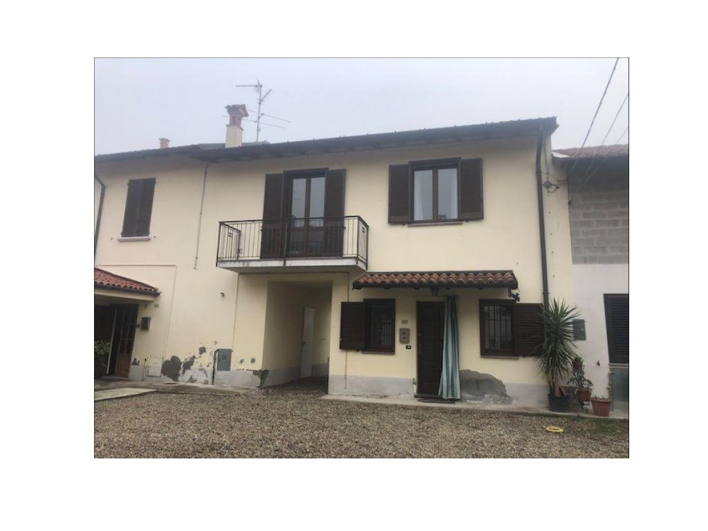 Casa semi indipendente trilocale in vendita a Bertonico (LO)