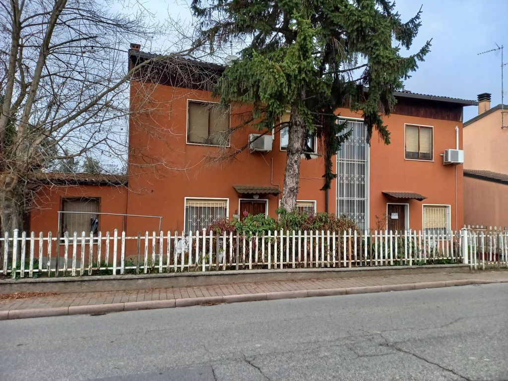 Soluzione Indipendente in vendita a Chignolo Po, 4 locali, prezzo € 99.000 | CambioCasa.it