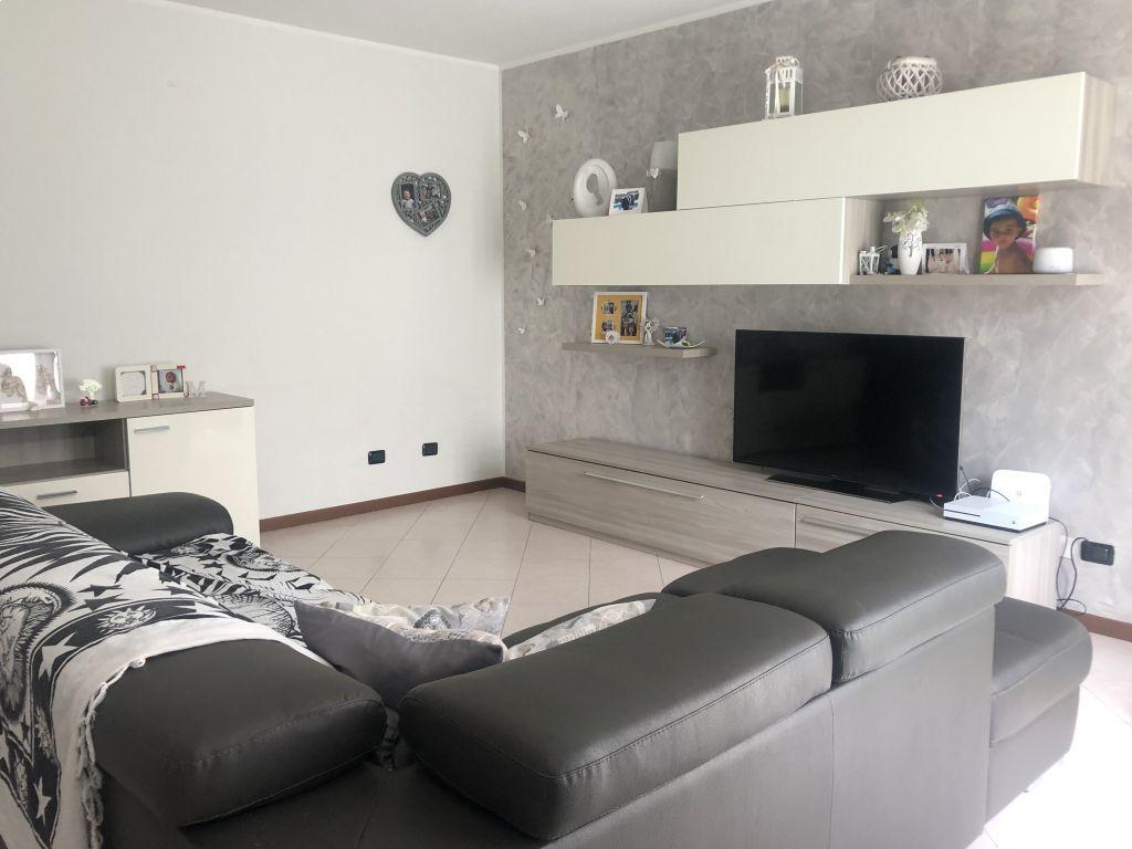 Appartamento trilocale in vendita a Guardamiglio (LO)
