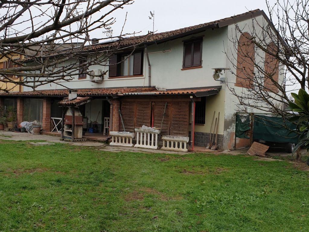 Casa indipendente 6 locali in vendita a Santo Stefano Lodigiano (LO)