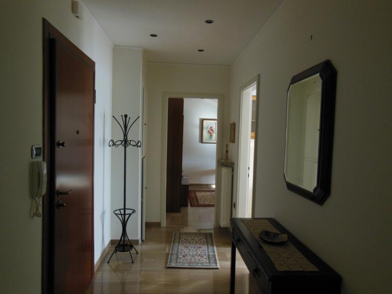 Appartamento in buone condizioni in affitto Rif. 11651174