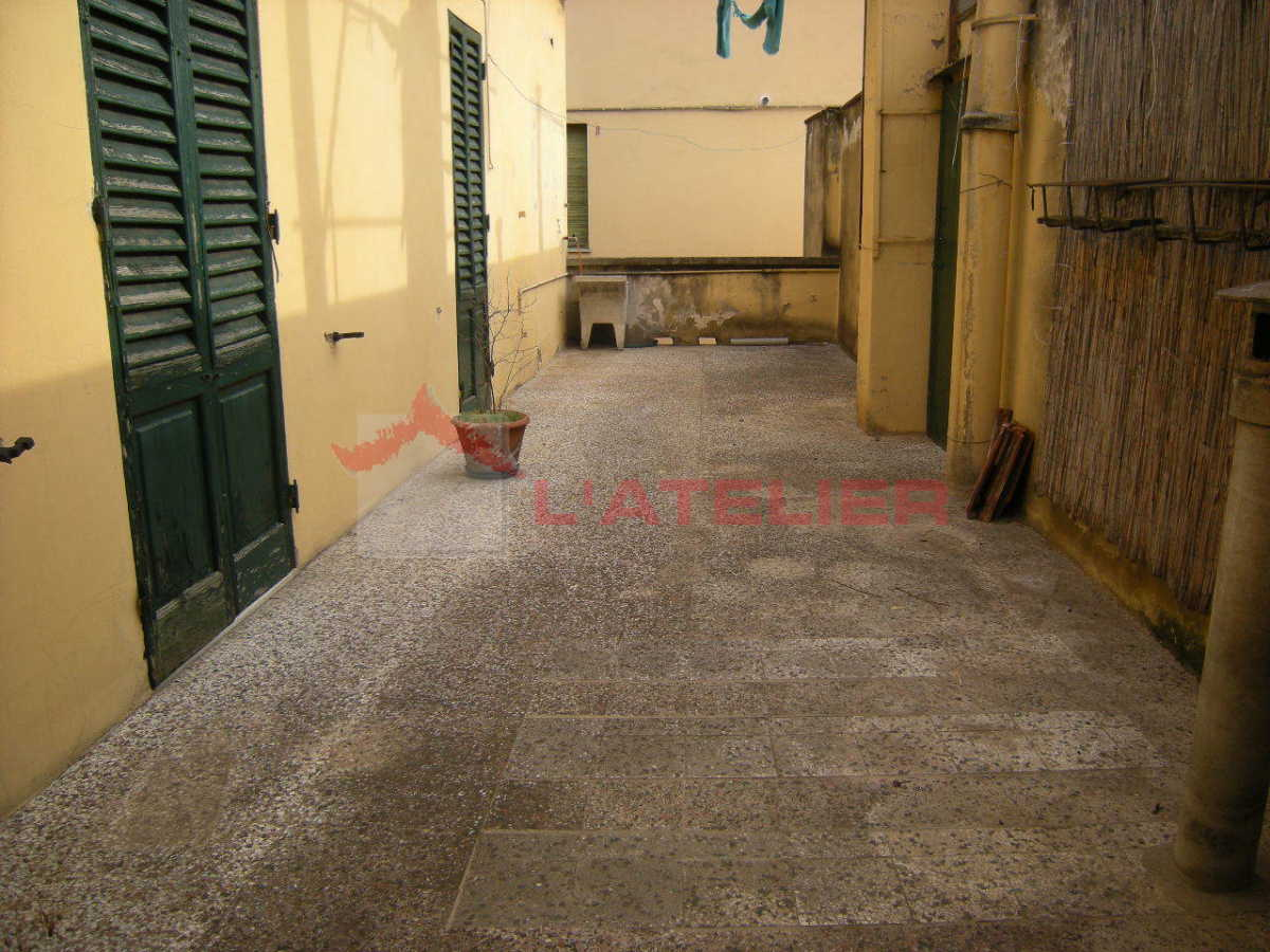 Appartamento in vendita a Arezzo, 8 locali, prezzo € 210.000 | PortaleAgenzieImmobiliari.it