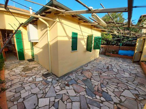 Casa indipendente 5 locali in vendita a Follonica (GR)